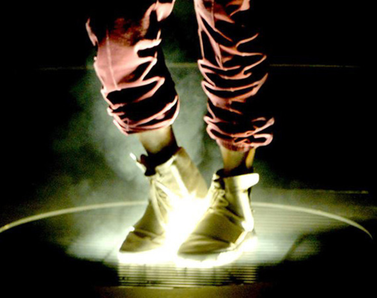 adidas-yeezy-750-boost-confirmed-to-release-this-weekend-00