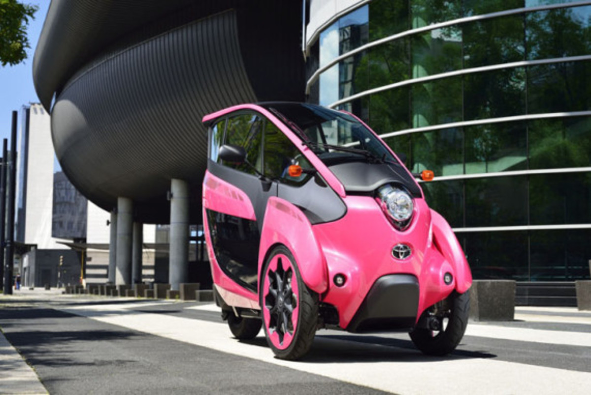 Toyota i-Road - On the Streets of France - 2