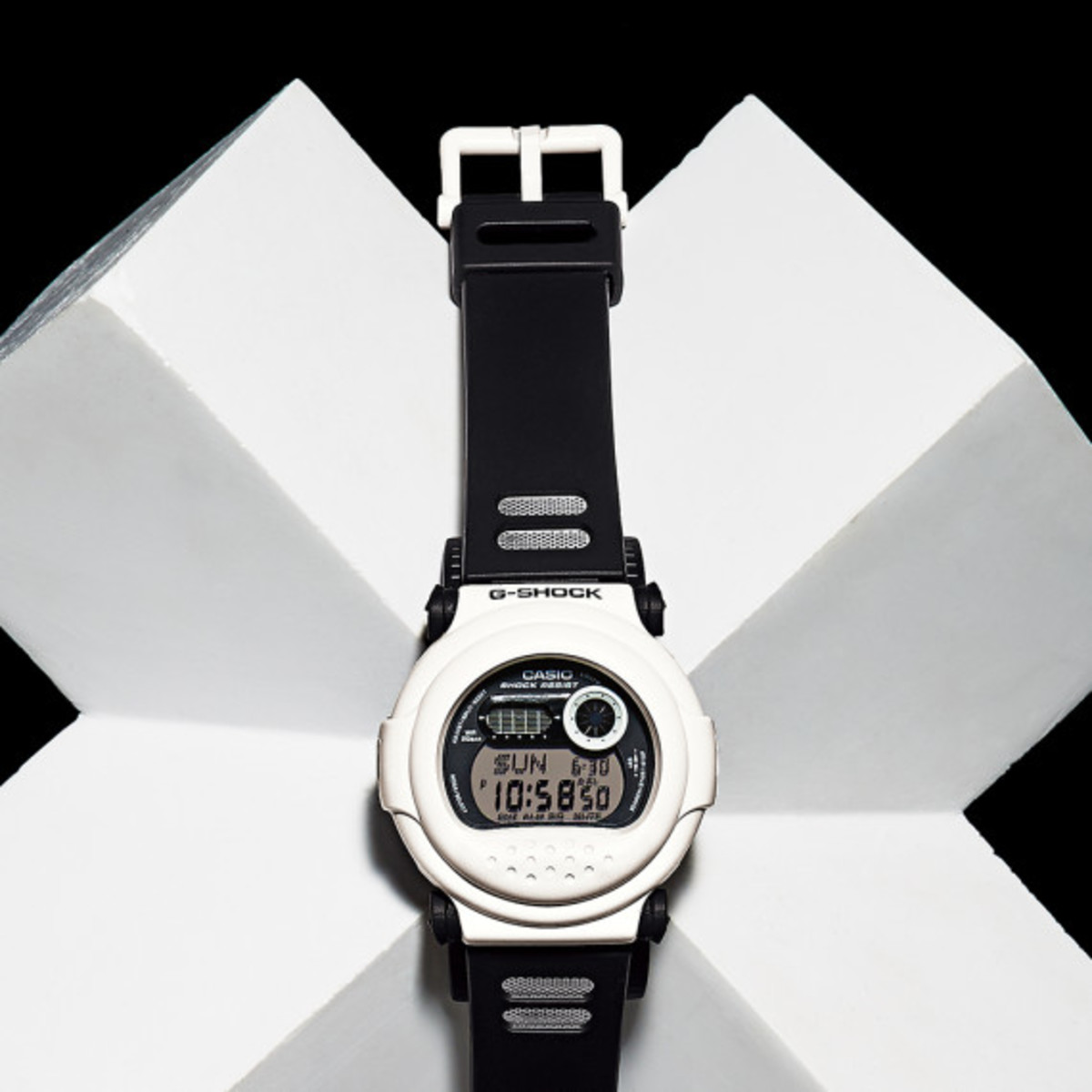 casio-g-shock-white-and-black-series-03
