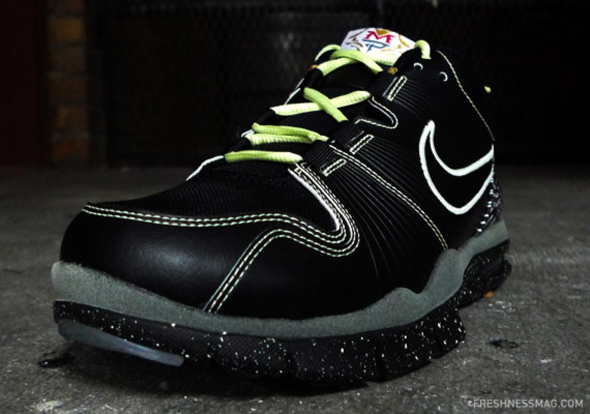 nike-manny-pacquiao-trainer-1-lights-04