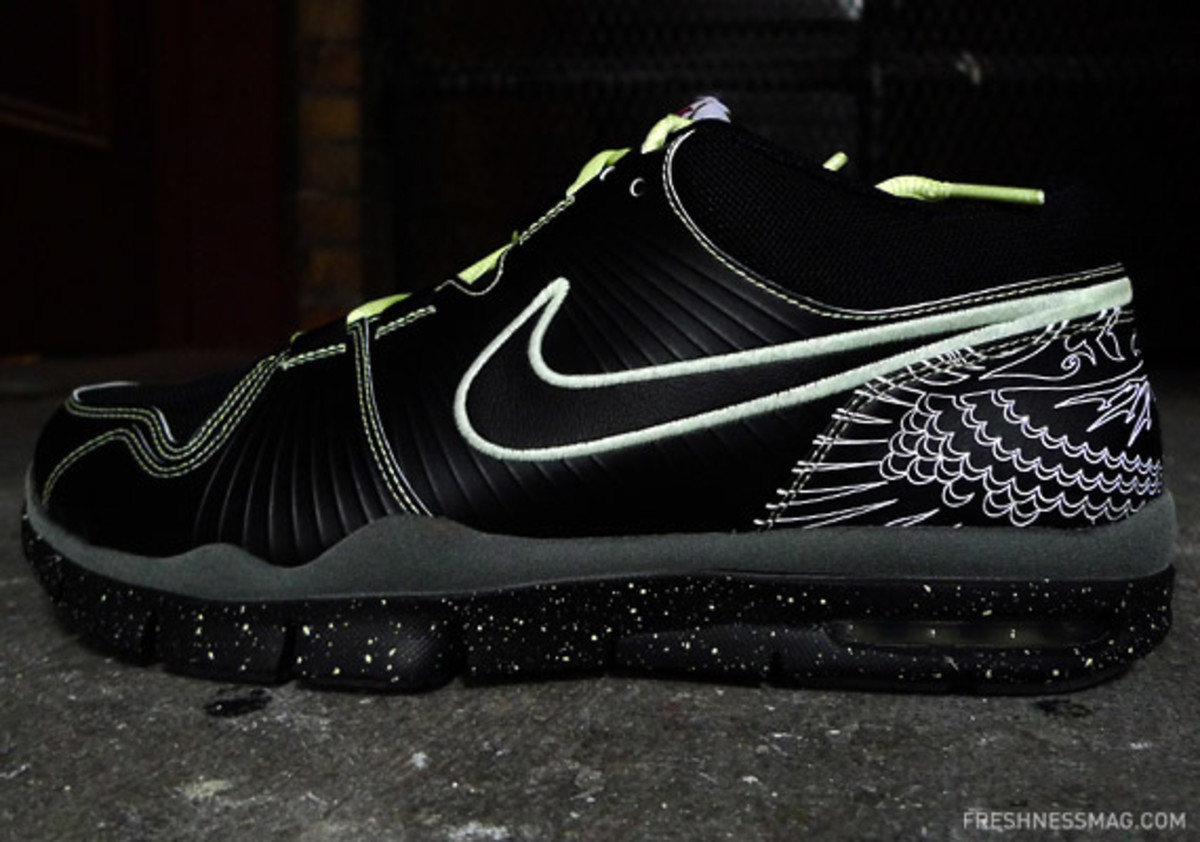 nike-manny-pacquiao-trainer-1-lights-03