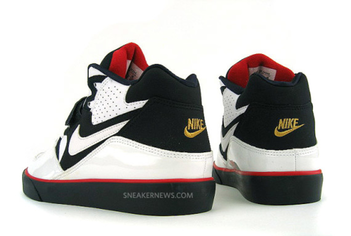 nike-auto-force-180-olympic-02