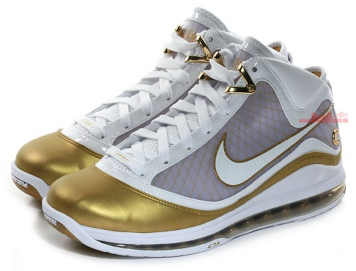 huge selection of 0e4db f13a9 Nike Air Max Lebron VII (7) - China Edition   Detailed Look