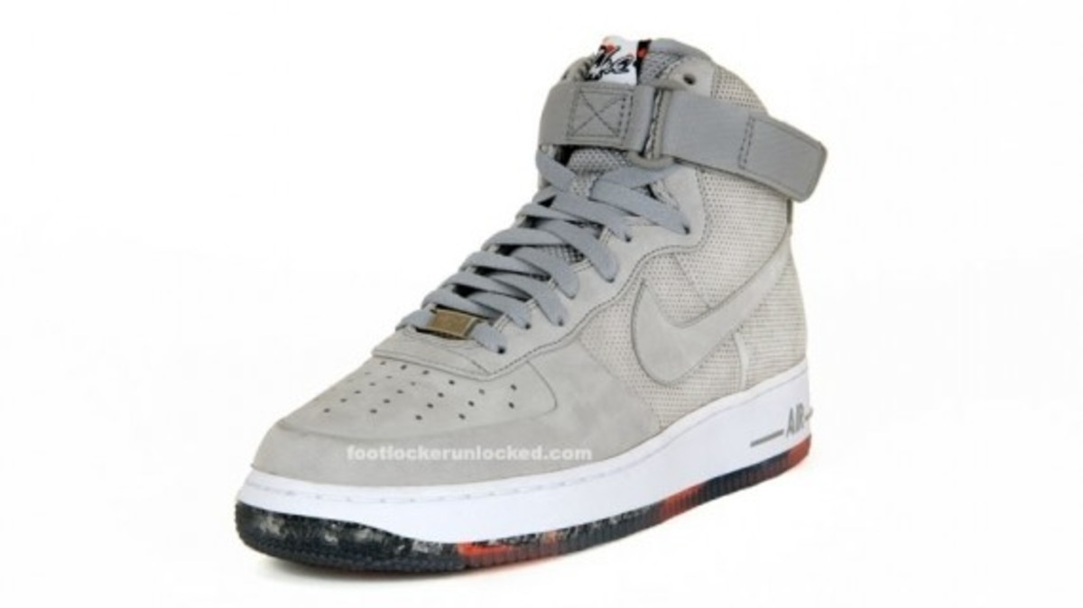 nike-x-futura-air-force-1-high-matte-silver-2