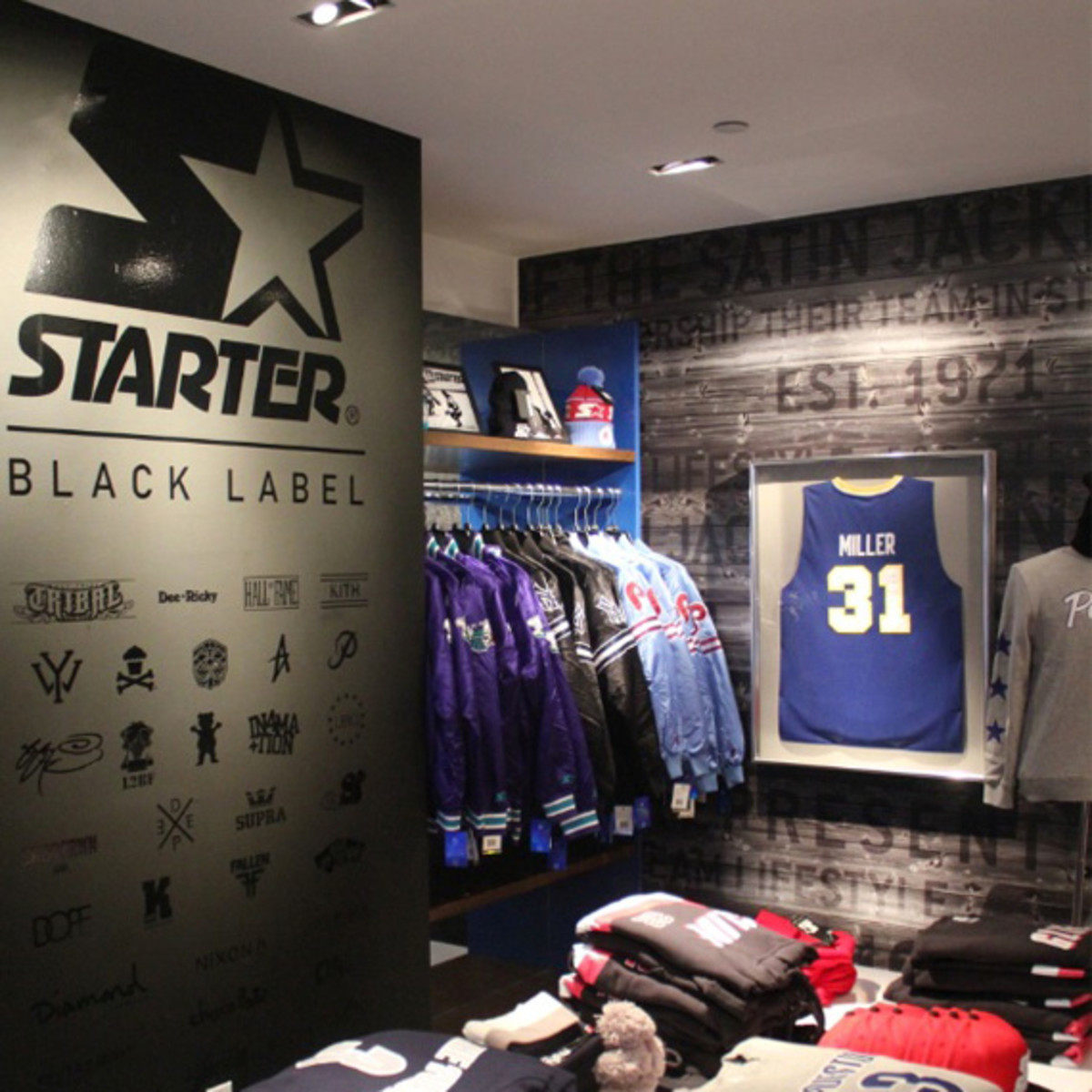 starter-clubhouse-times-square-nyc-pop-up-shop-super-bowl-XLVIII-01