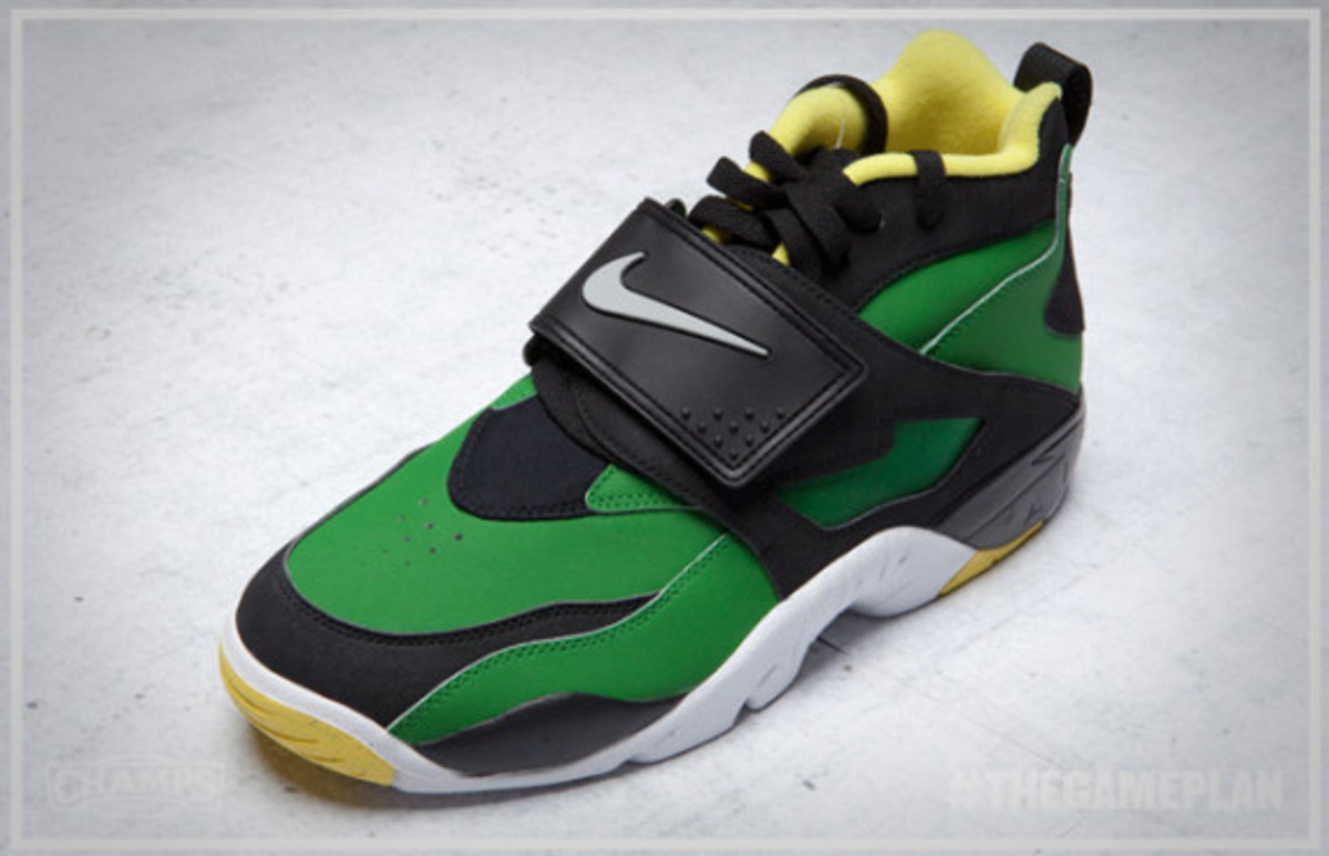 The Game Plan by Champs Sports - Nike Oregon Ducks Collection - 1
