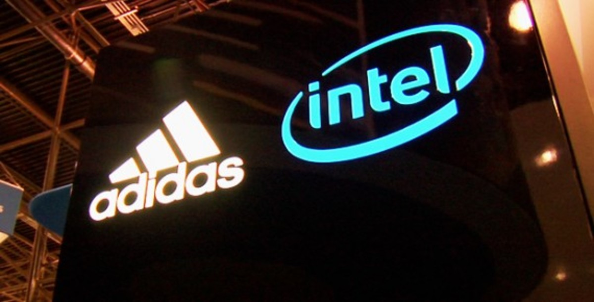 intel-adidas-virtual-footwear-wall-03