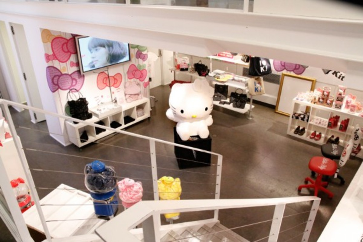 hello_kitty_shop_in_shop_6