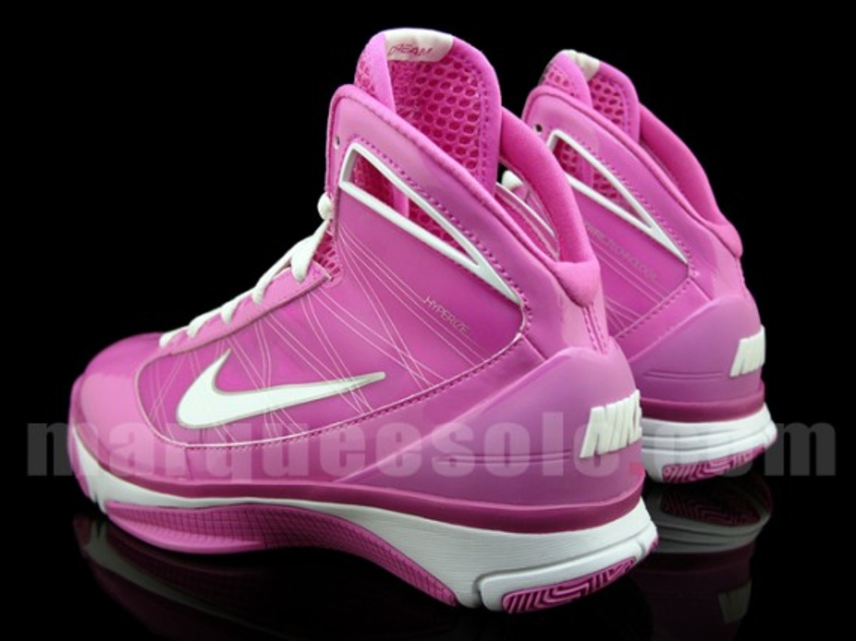 nike-hyperize-think-pink-4