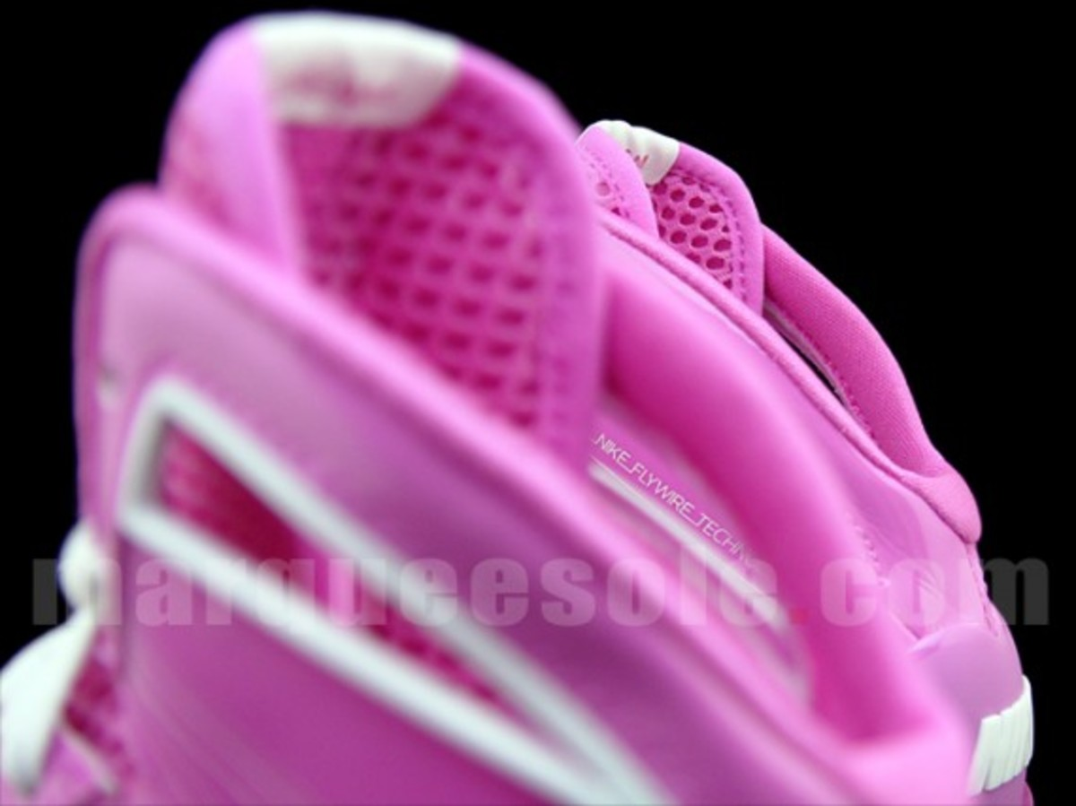 nike-hyperize-think-pink-3
