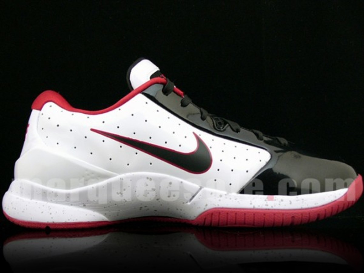 nike-hyperdunk-low-white-black-red-3