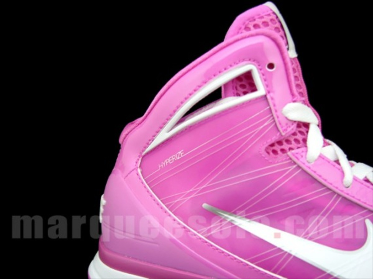nike-hyperize-think-pink-2