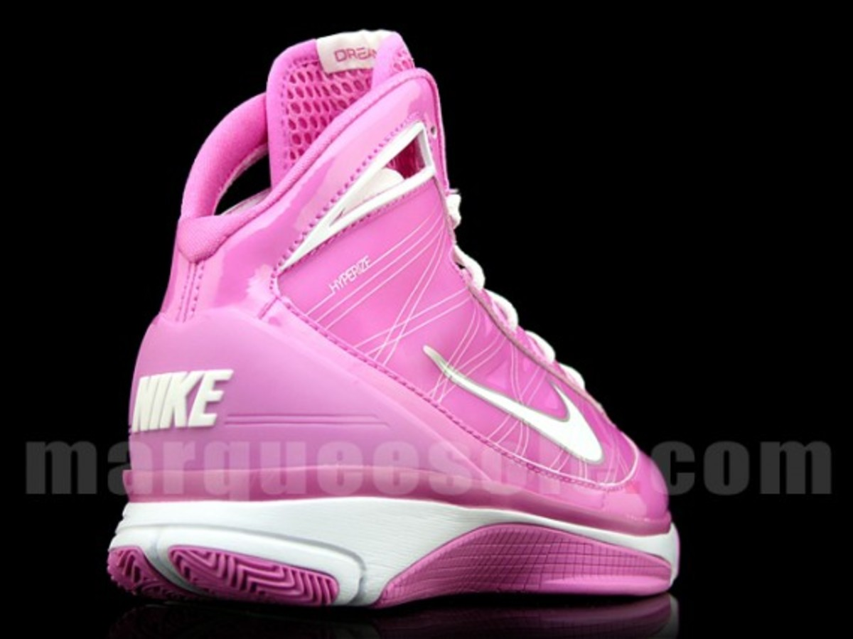 nike-hyperize-think-pink-5