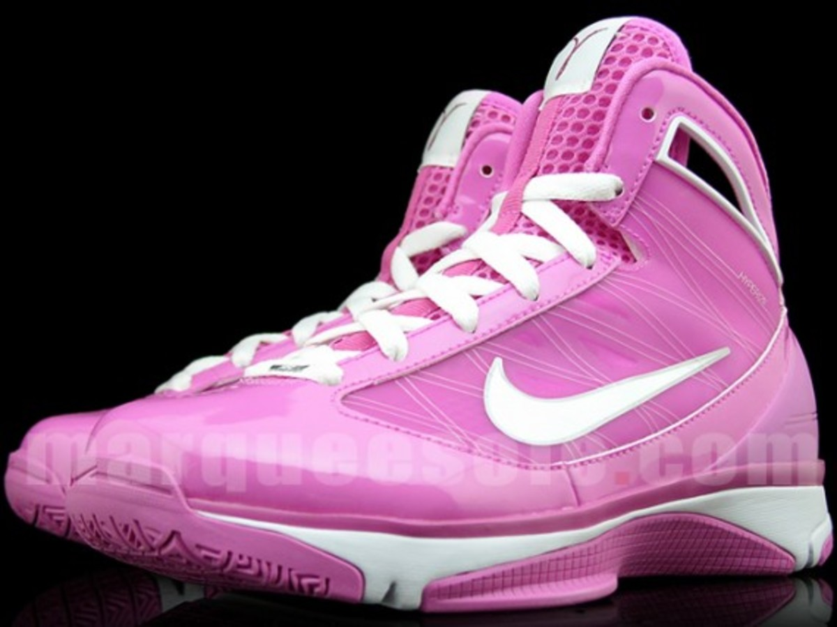 nike-hyperize-think-pink-1