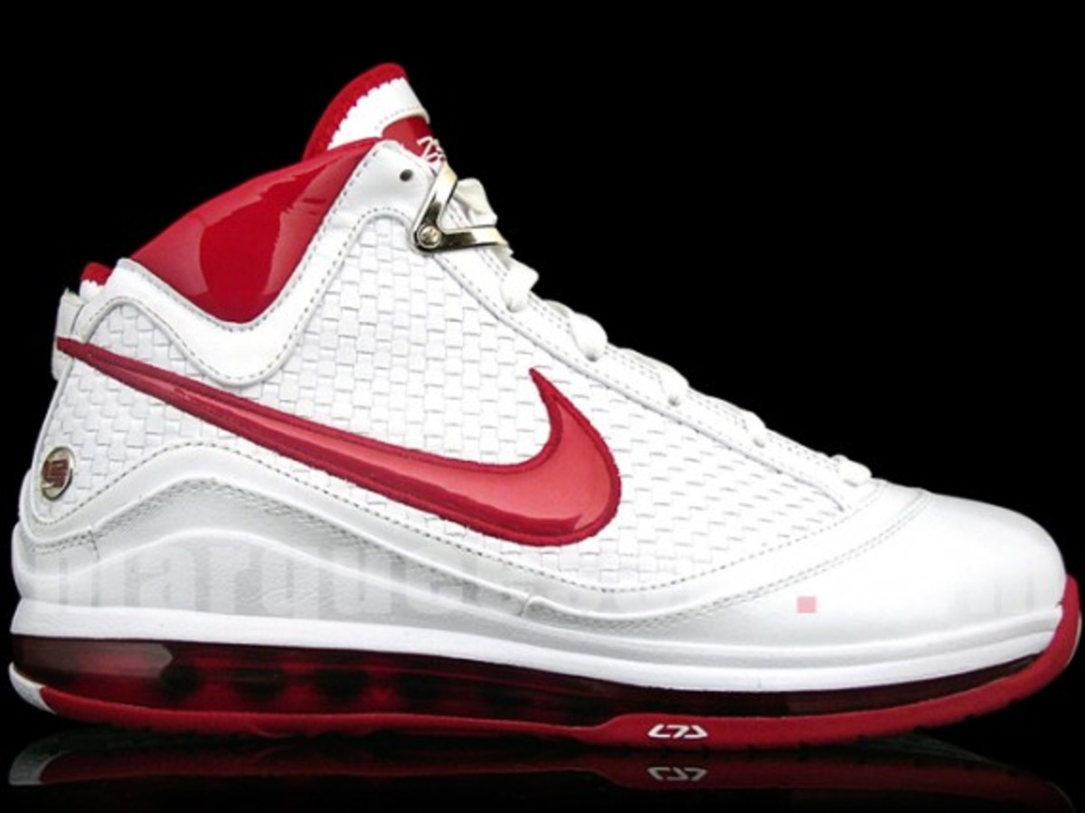 nike-air-max-lebron-vii-nfw-white-red-2