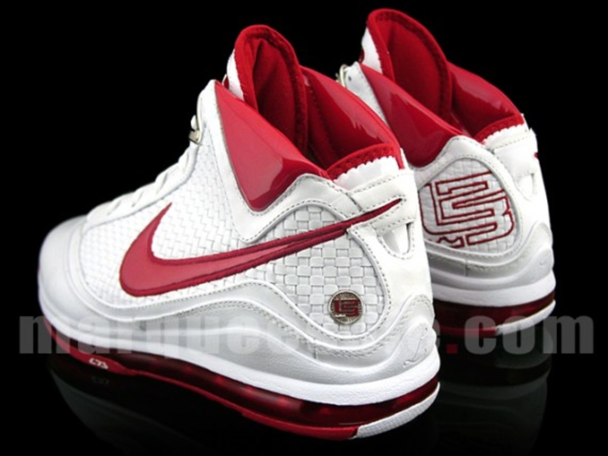 nike-air-max-lebron-vii-nfw-white-red-4