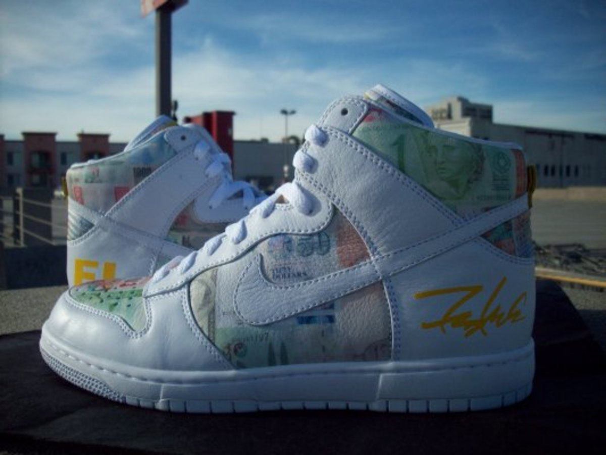 promo code d7b36 a89d0 Nike x LIVESTRONG x FUTURA FLOM Dunk High Supreme - Unreleased White Zoom  Air Sample
