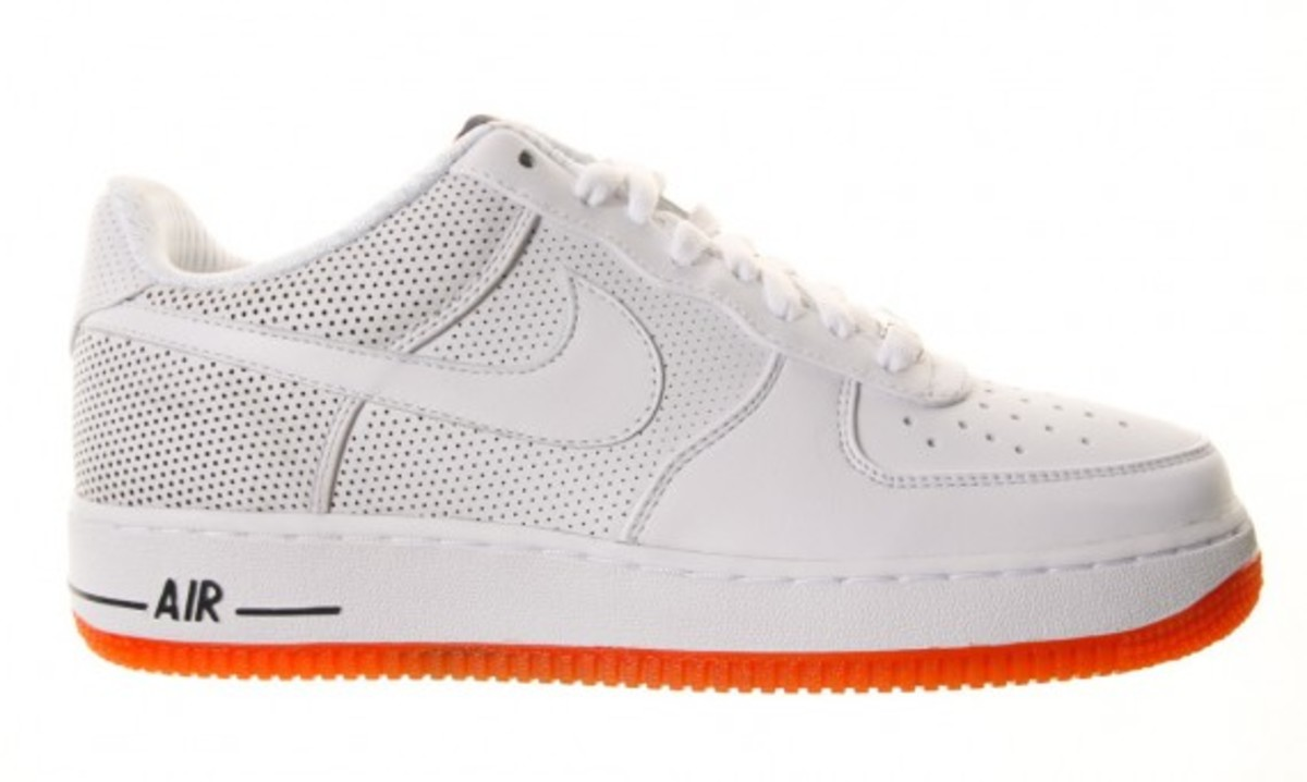 the best attitude 9f2f2 b1508 Nike X FUTURA - Air Force 1 Low Premium LE - White - Orange | Available Now