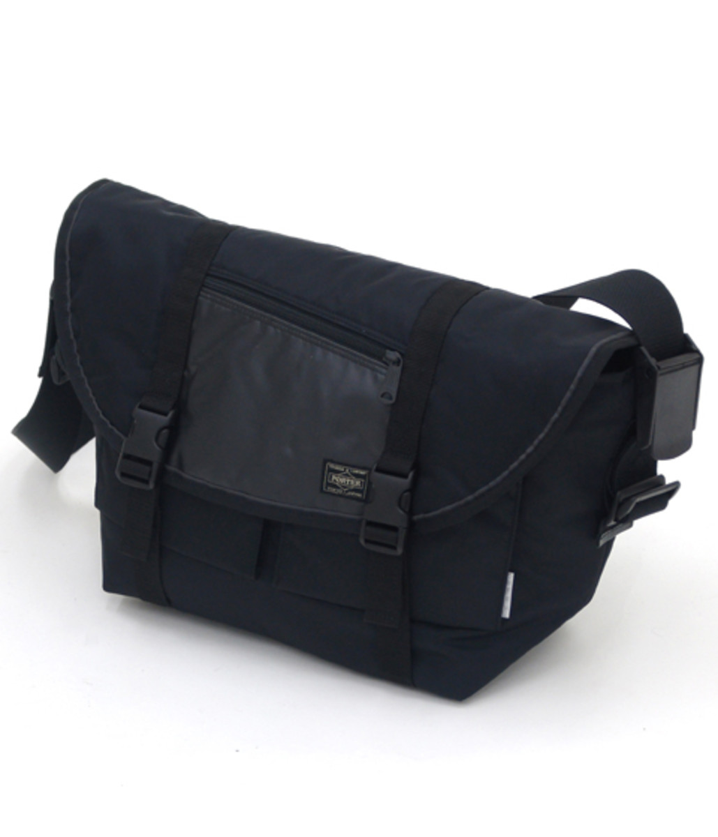 switching-strap-messenger-bag