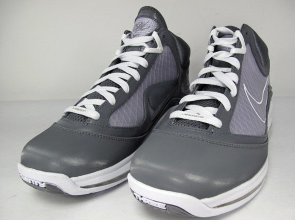 http- imagessneakernewscom wp-content uploads 2009 12 nike-air-max-lebron- vii-cool- a505fa6b7c