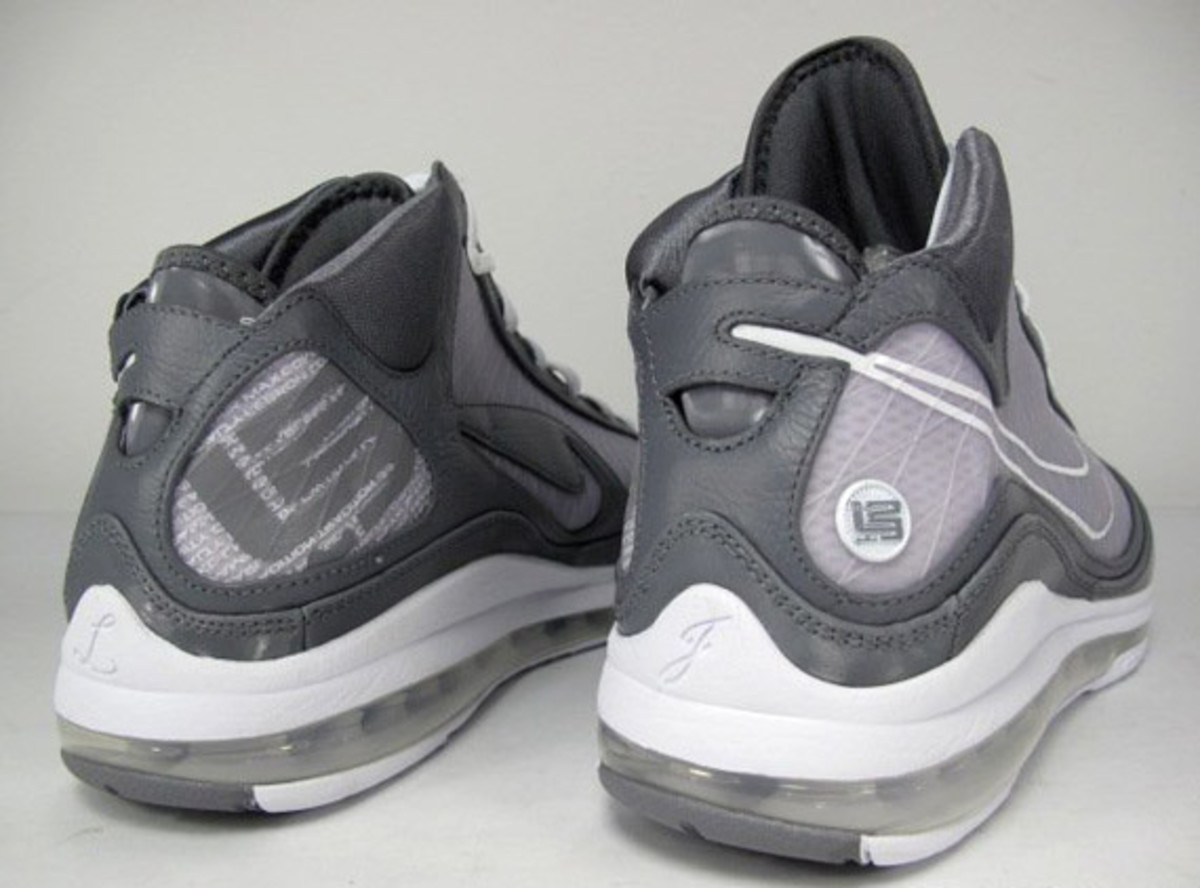 http-_imagessneakernewscom_wp-content_uploads_2009_12_nike-air-max-lebron-vii-cool-grey-07