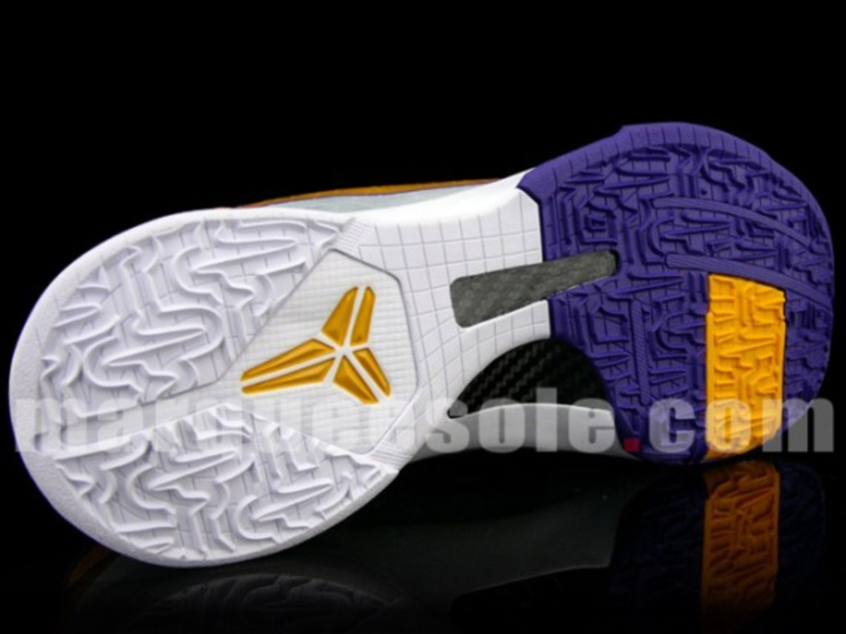 nike-zoom-kobe-v-lakers-home-3