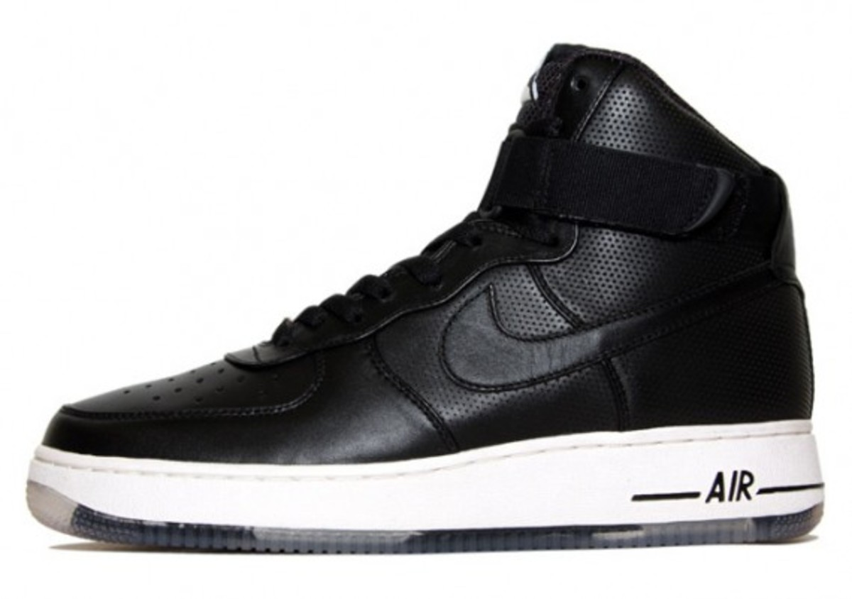 nike-sportswear-spring-2010-available-2