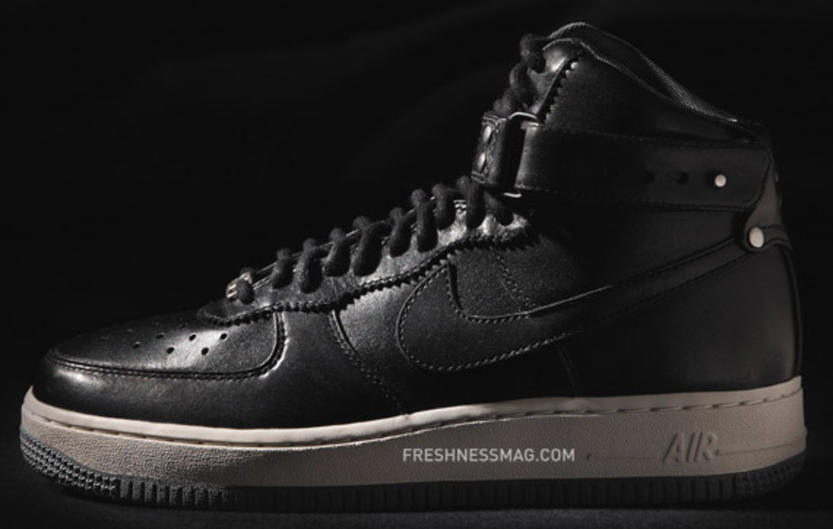 nike-wmns-air-force-1-high-stud-02