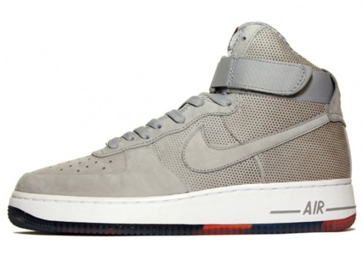 nike-sportswear-spring-2010-available-1