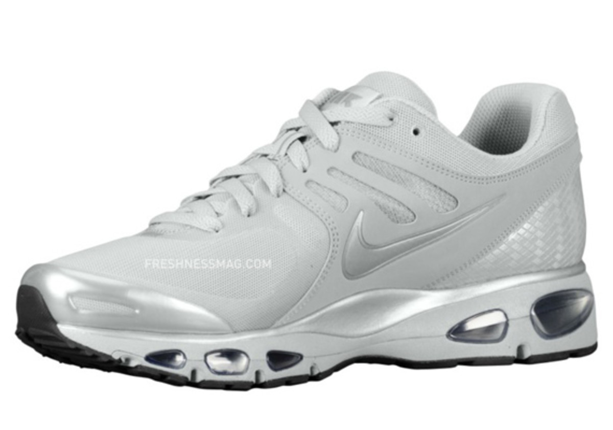 nike-air-max-tailwind-2010-air-attack-metallic-silver-2