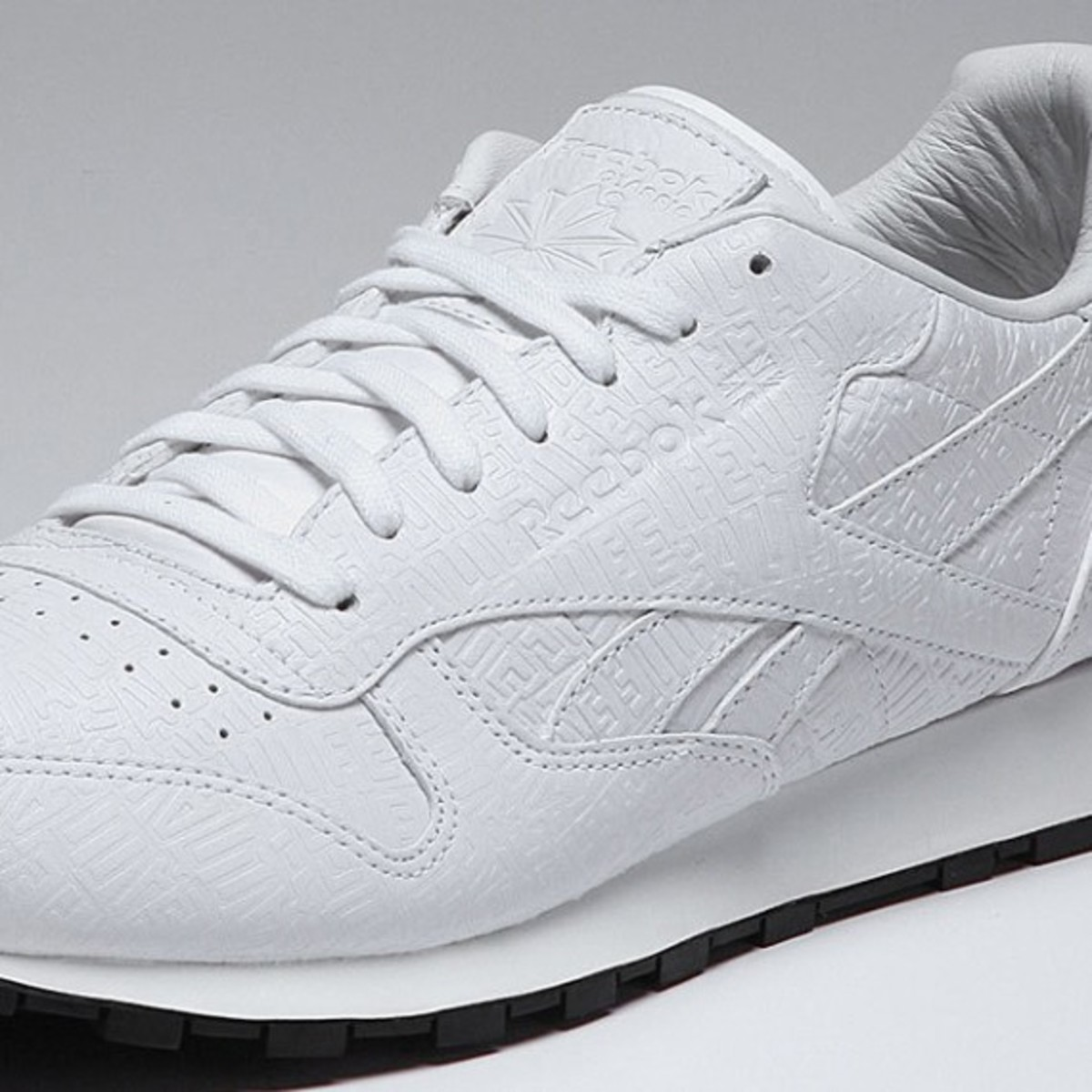 alife-reebok-classic-leather-lux-white-05