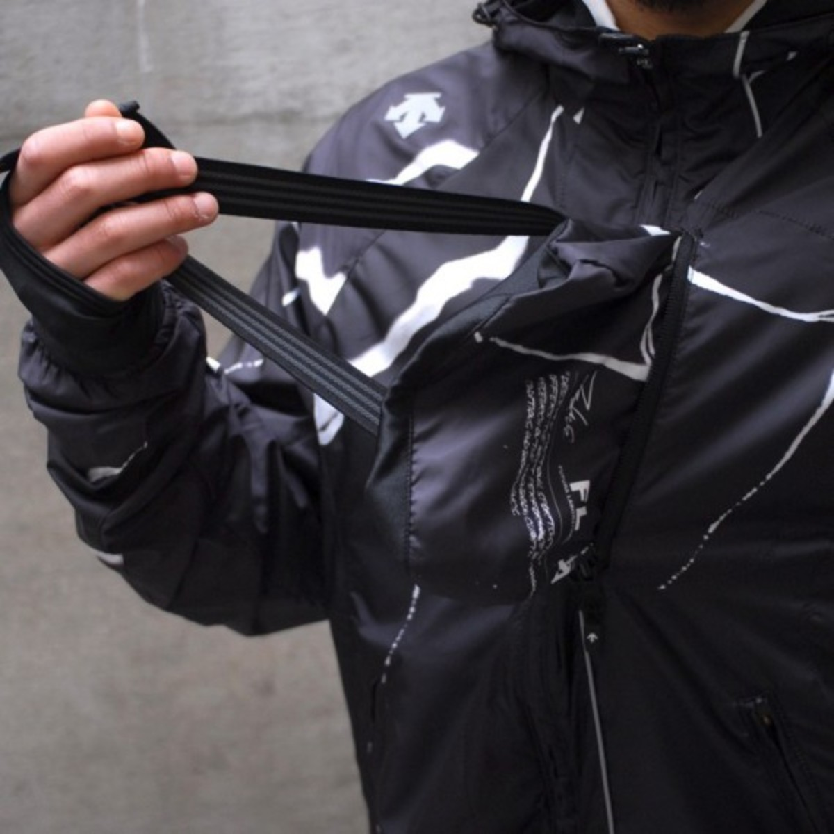 packable-jacket-black-5