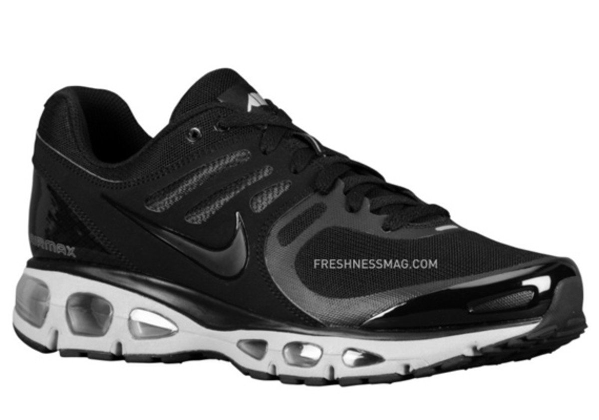 nike-air-max-tailwind-2010-air-attack-black-silver-1