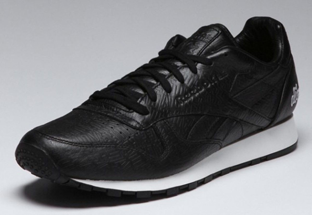 alife-reebok-classic-leather-lux-black-01