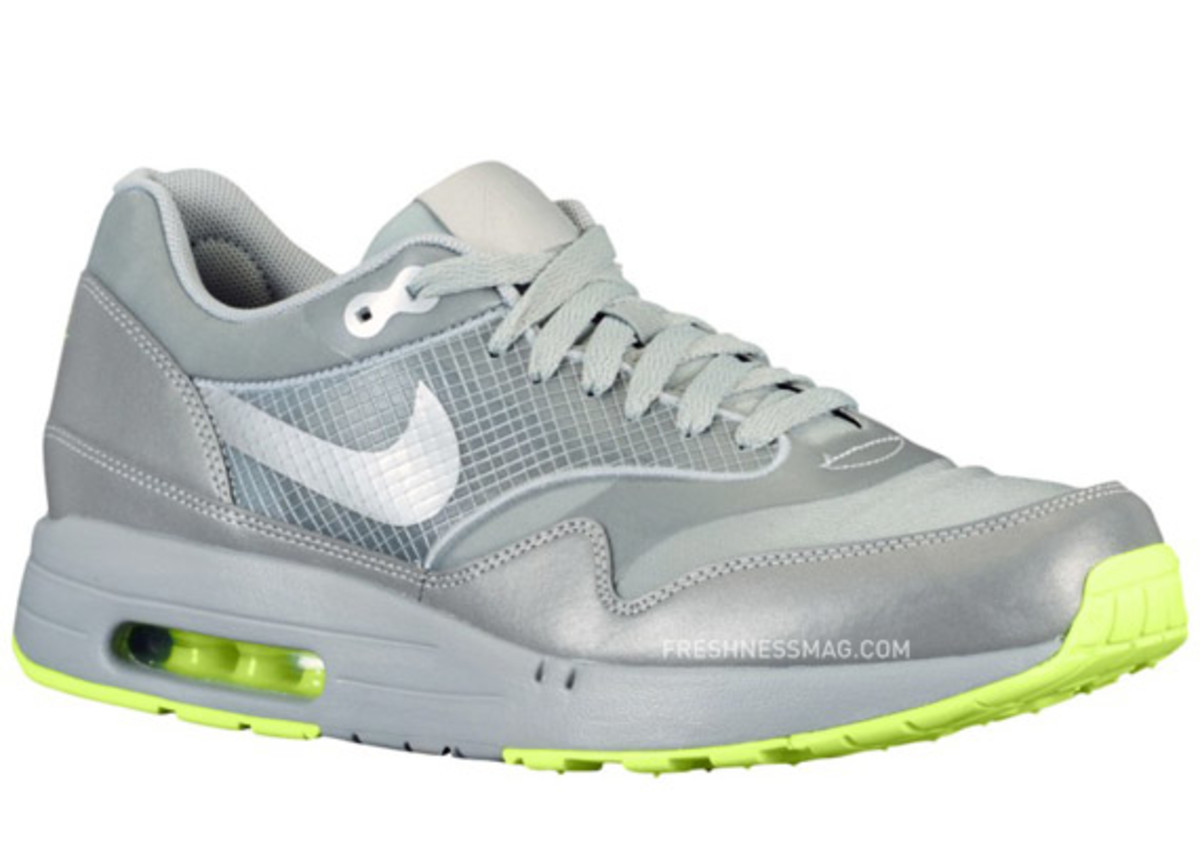 nike-air-maxim-1-air-attack-volt-01