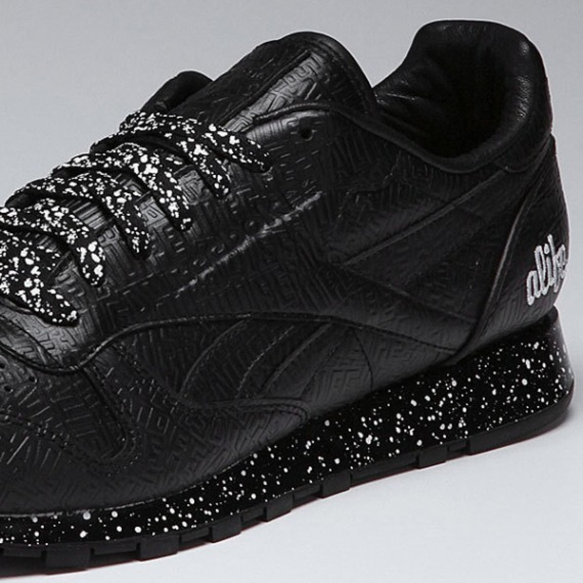 alife-reebok-classic-leather-lux-black-speck-04