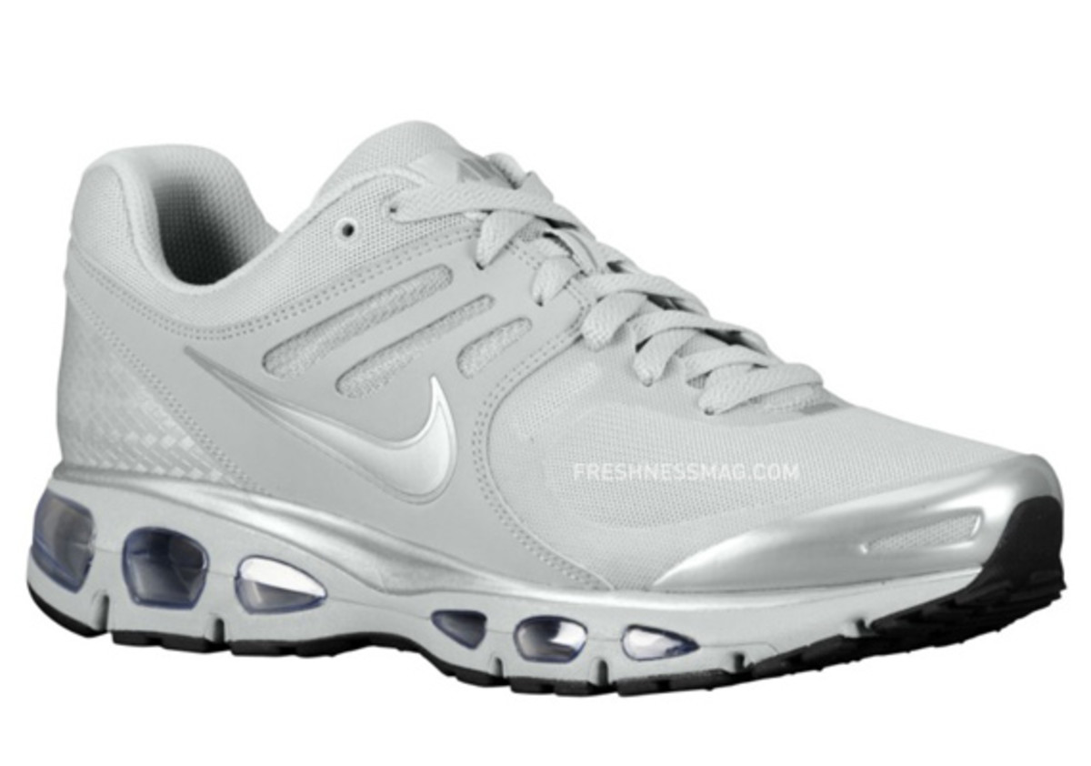 nike-air-max-tailwind-2010-air-attack-metallic-silver-1