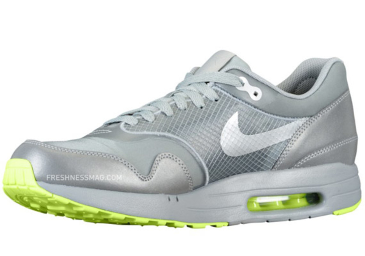nike-air-maxim-1-air-attack-volt-02