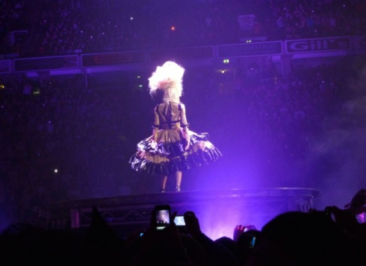lady-gaga-armani-prada-monsterball-tour-3