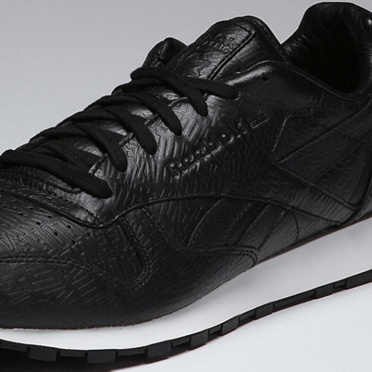 alife-reebok-classic-leather-lux-black-04
