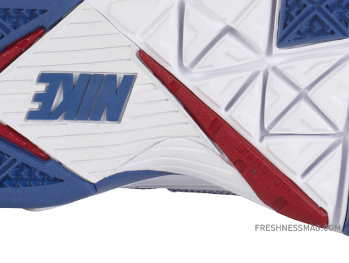 manny-pacquiao-nike-trainer-sc-2010-philippines-06