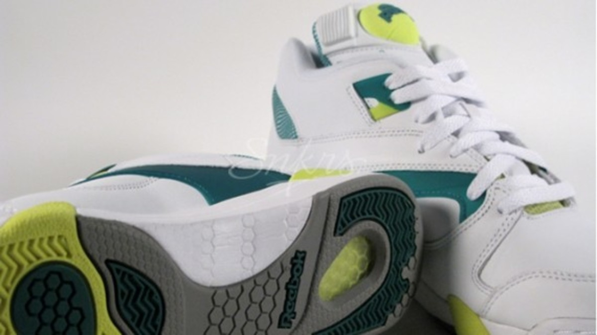 pump-court-victory-neon-chang-4