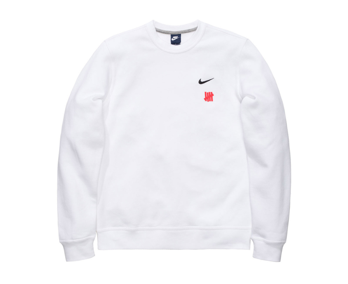 undefeated-nike-apprel-for-dunk-collaboration-02.jpg