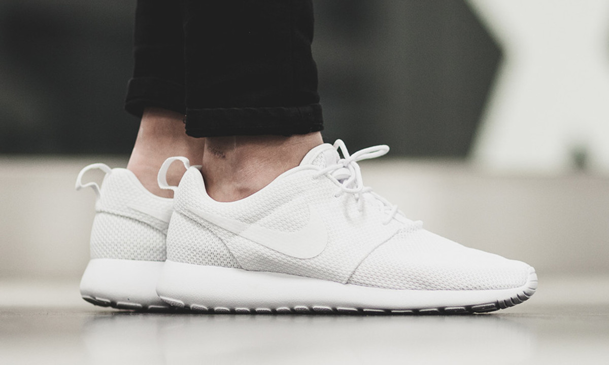 6af8abc74f2f2 An All White Nike Roshe One Arrives Just in Time for Summer ...