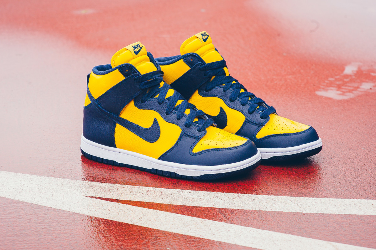 nike-michigan-unlv-be-true-dunks-02.jpg