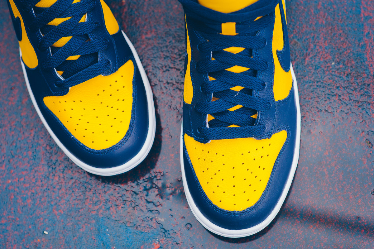 nike-michigan-unlv-be-true-dunks-05.jpg