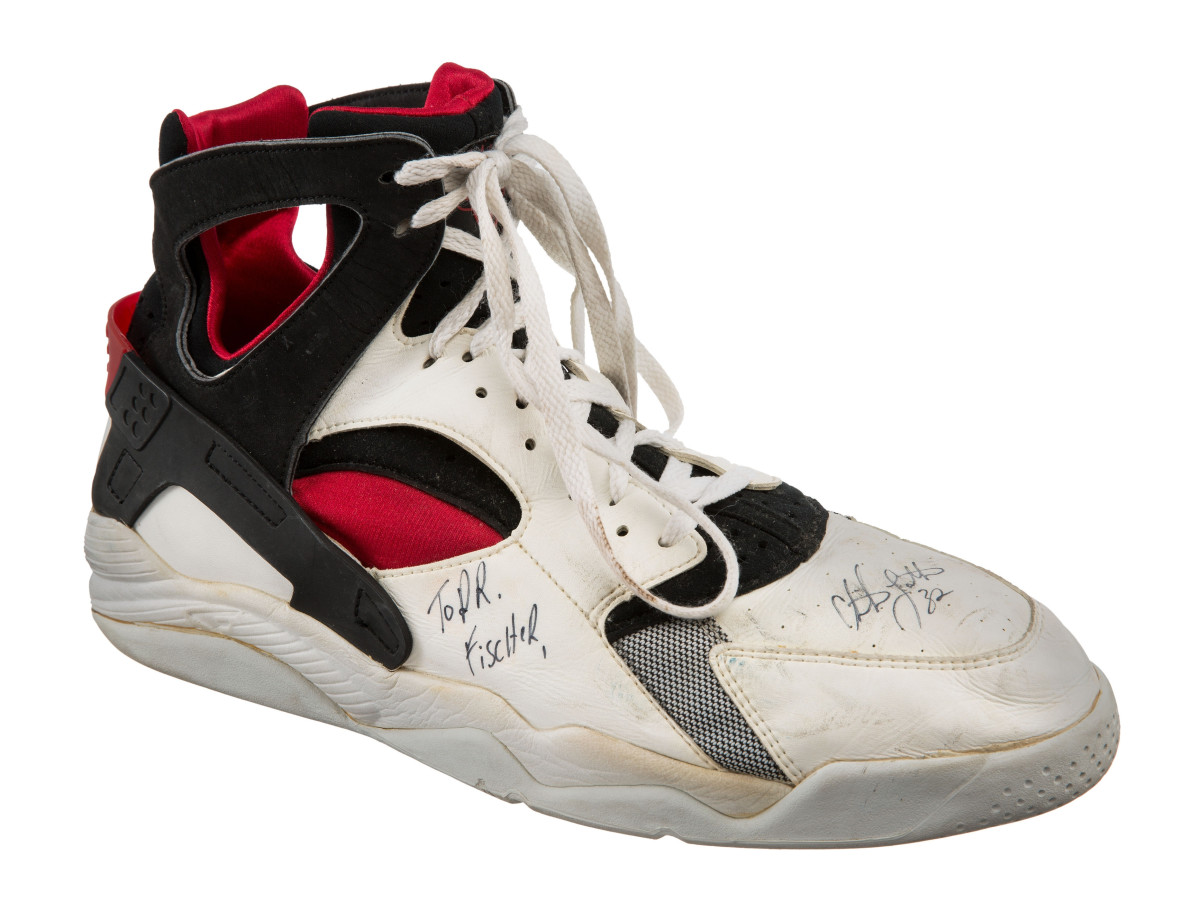 dream-team-sneakers-up-for-auction-04.jpg