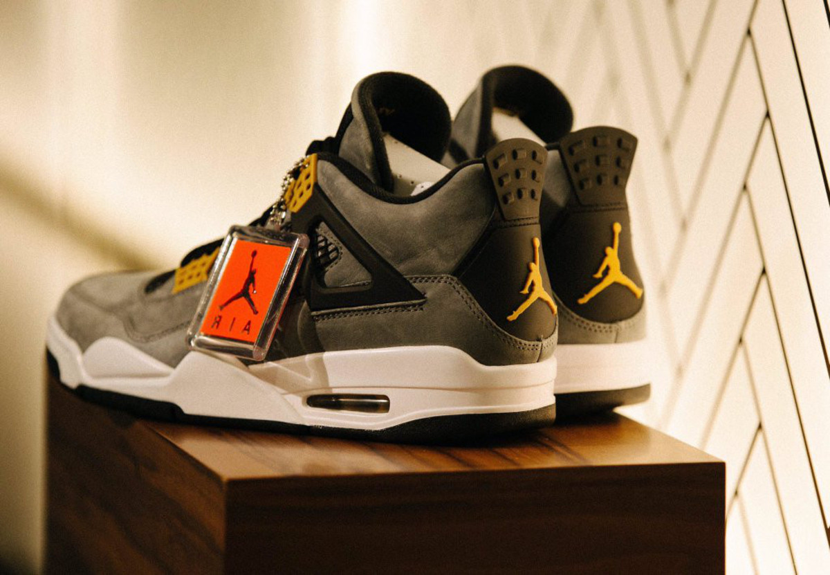 air-jordan-4-trophy-room-exclusive-02.jpg