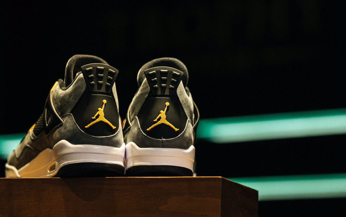 air-jordan-4-trophy-room-exclusive-03.jpg