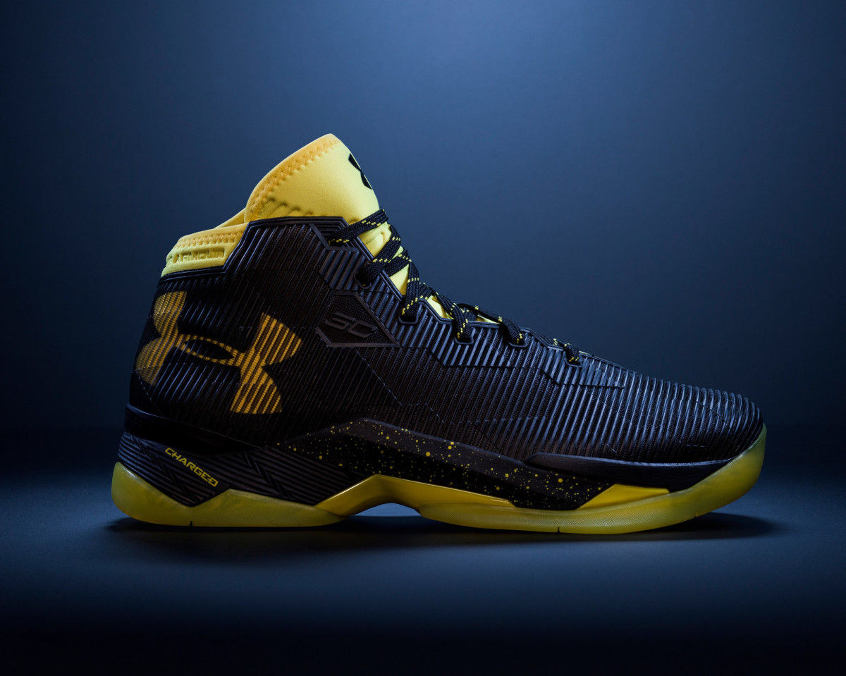 under-armour-curry-2-5-black-taxi-01.jpg